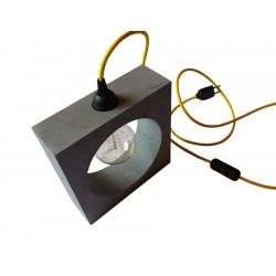 betonová lampa